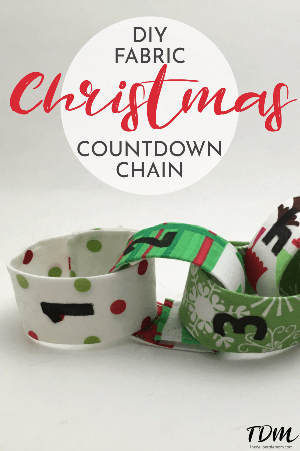 Check out these instructions to make your very own fabric Christmas countdown chain. Minimal sewing skills required (and easy to make)!