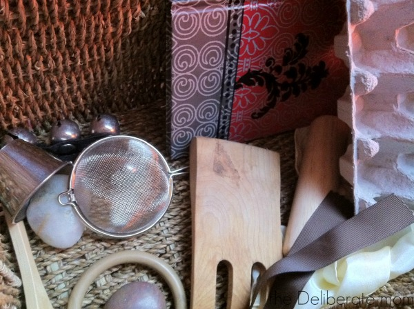 Items inside an infant treasure basket. Heuristic play