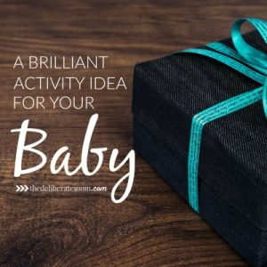 There are so many ideas to keep infants and toddlers busy! Check out this brilliant and inexpensive activity idea to do with your baby today!