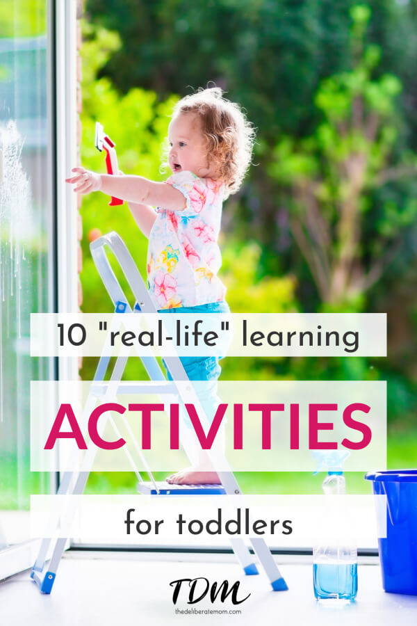 Children learn best when given the opportunity to learn naturally. Here are 10 simple real-world learning activities for toddlers. Easy and effective! #toddleractivities #toddlerlearning #reallifelearning #learningactivitiesforkids