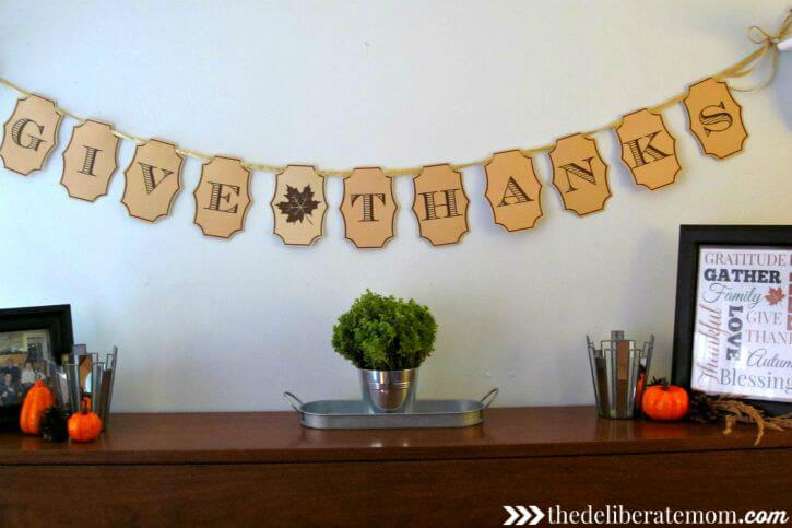 Want some FREE fall decor? Check out this free printable Thanksgiving banner! Quick, simple, and beautiful DIY decor!