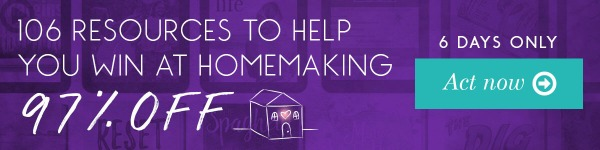 The 2017 Ultimate Homemaking Bundle is here!