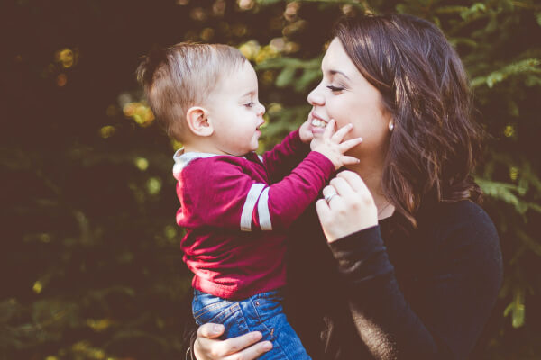 What makes a fabulous mom? Over the years I've met some incredible moms. These are moms who seem to parent their children effortlessly. While I know they have their challenges, they raise their children with an inspiring grace. Here are 6 things that make a fabulous mom.
